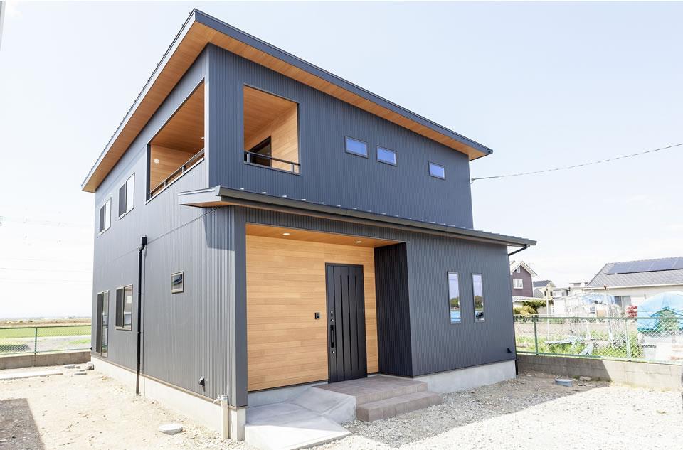 【新築】リビングが見渡せる書斎スペース付きの和モダン住宅